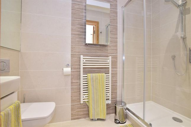 En-Suite of Northbrook Road, Ilford, Essex IG1