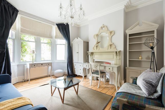 Thumbnail Flat to rent in Walton Crescent, Oxford