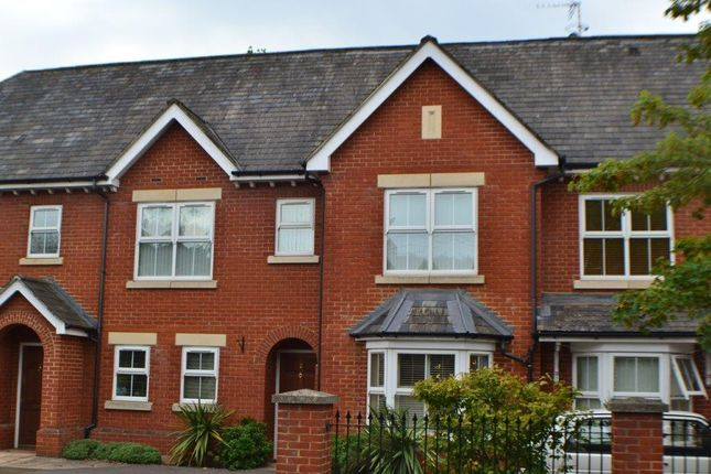 Thumbnail Flat to rent in Stephenson Close, Thatcham