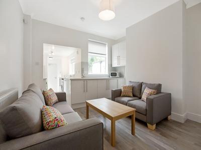 Thumbnail Flat to rent in Thyra Grove, Beeston, Nottingham