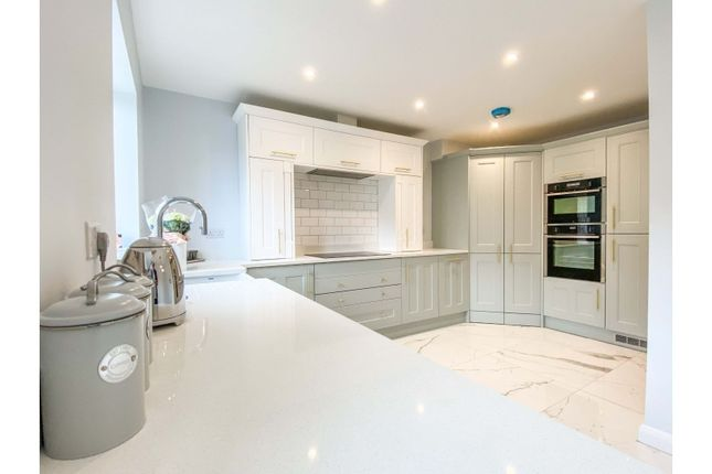 4 bed terraced house for sale in Heathy Lane, Halifax HX2