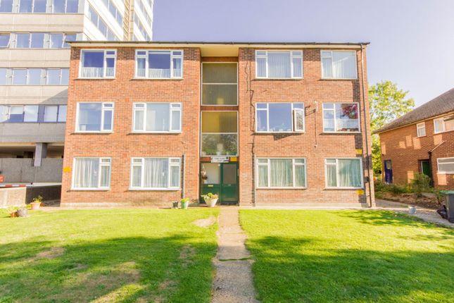 Thumbnail Flat for sale in 65 Croydon Road, London