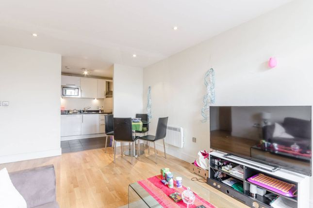 2 bed flat for sale in Prestons Road, Canary Wharf