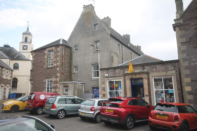 Hyndford Place, Lanark ML11