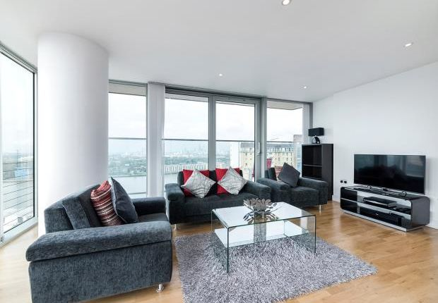 Thumbnail Flat to rent in Landmark West Tower, 22 Marsh Wall