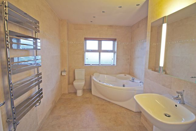 Bathroom of Manchester Road, Heywood OL10
