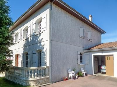 Thumbnail Property for sale in Gemozac, Charente-Maritime, France