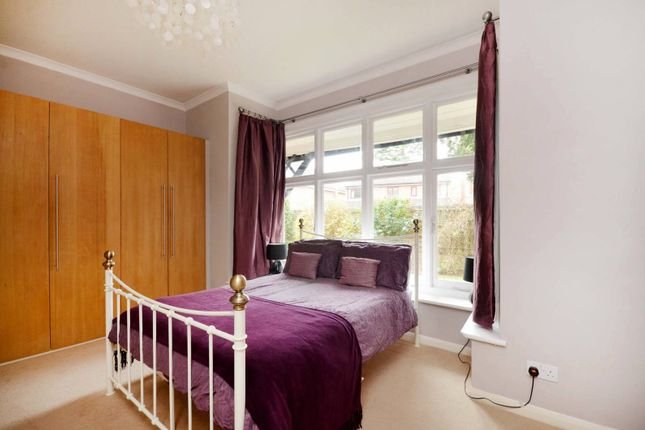 Thumbnail Flat to rent in Highfield Road, West Byfleet