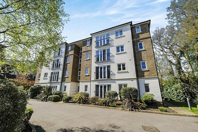 Thumbnail Flat for sale in Albert Court Willicombe Park, Tunbridge Wells