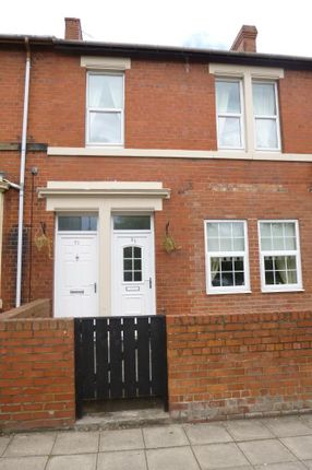 Thumbnail Flat to rent in Ravensworth Road, Dunston, Gateshead