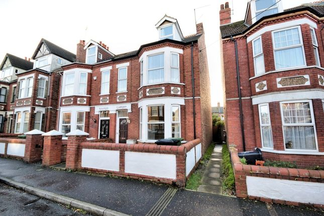 Thumbnail Semi-detached house to rent in York Avenue, Hunstanton