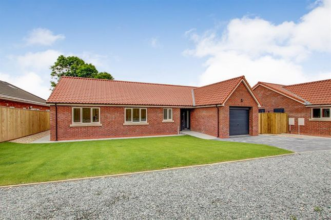 Thumbnail Bungalow for sale in Copperfield Gardens, Bempton