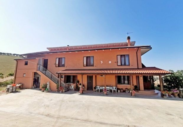 Thumbnail Detached house for sale in Penne, Pescara, Abruzzo