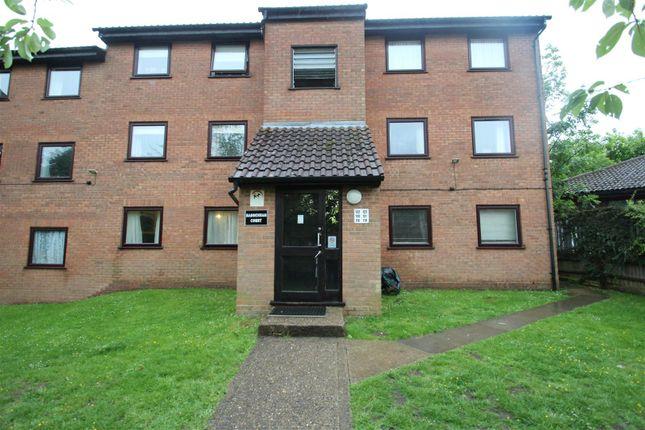 Flat to rent in Valley Green, Hemel Hempstead