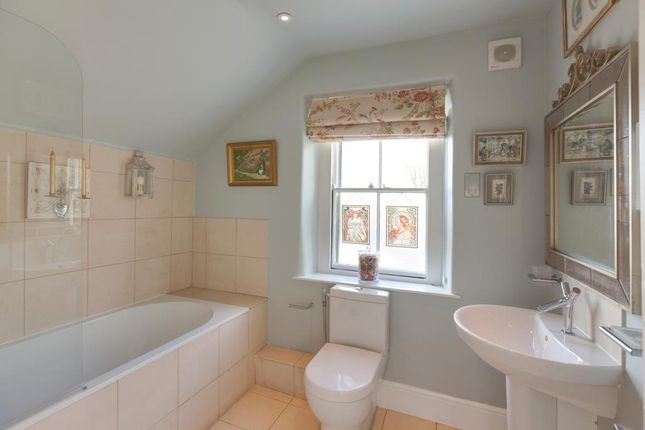 Family Bathroom of Honeypot Cottage, Burre Close, Bakewell DE45
