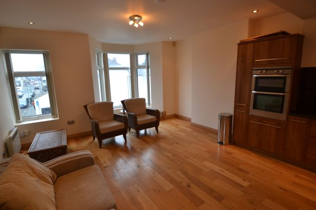 Flat to rent in Moy Road, Roath, Cardiff
