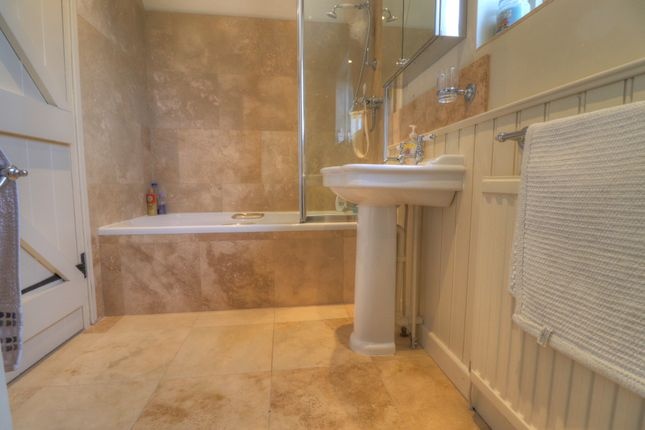 Bathroom of Eyton, Wrexham LL13