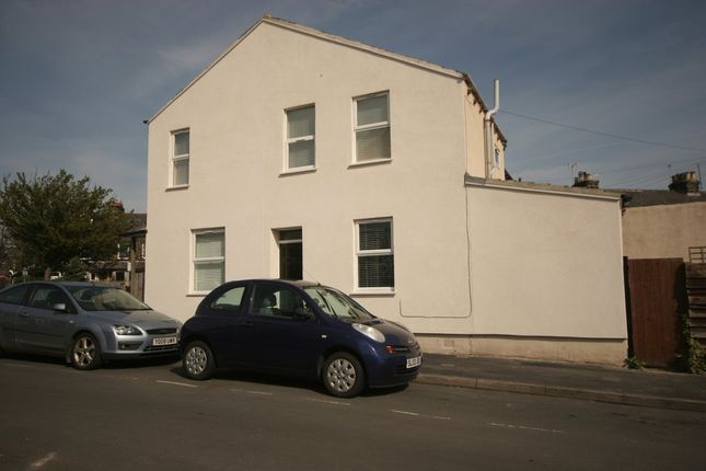 2 bed end terrace house for sale in Mayfield Grove, Harrogate
