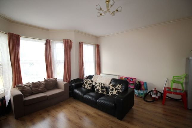 Thumbnail Flat to rent in Westcourt Road, Broadwater, Worthing