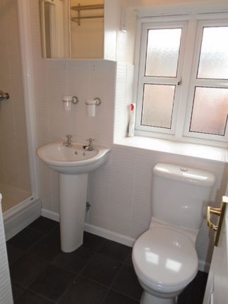 Ensuite of Hallam Fields Road, Leicester LE4