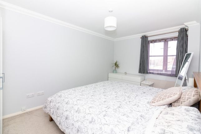 Thumbnail Flat to rent in Victoria Court, South Street, Lancing