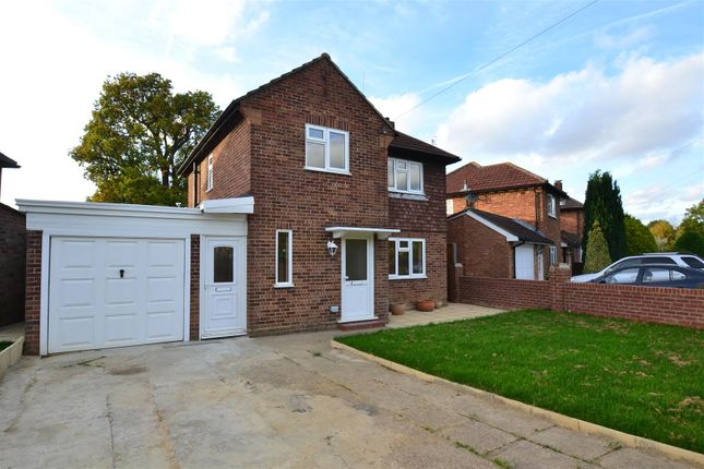 Thumbnail Detached house to rent in Sangers Drive, Horley