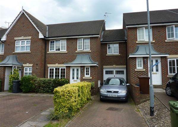 Thumbnail Semi-detached house to rent in Kensington Way, Borehamwood