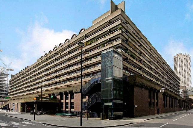 Parking/garage to rent in Moor Lane, London