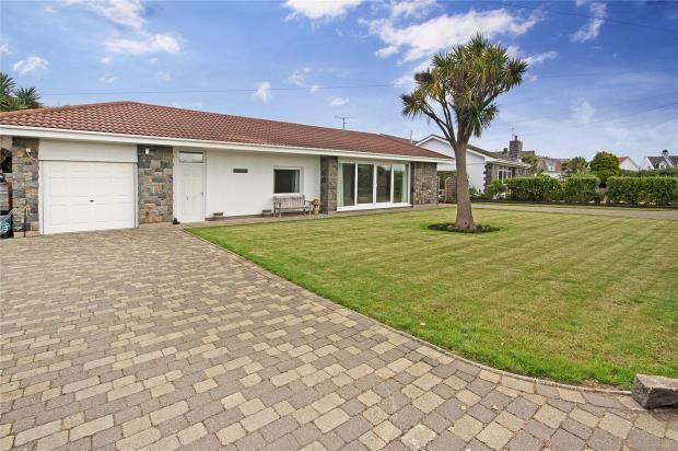 Thumbnail Detached bungalow for sale in La Greve, L' Ancresse, Vale
