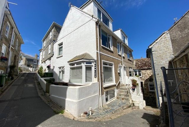Flat for sale in Victoria Place, St. Ives