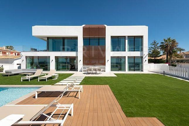 Thumbnail Villa for sale in Estepona, Málaga, Spain