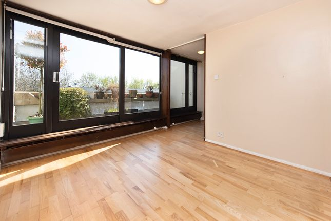 Thumbnail Property for sale in Lulot Gardens, London