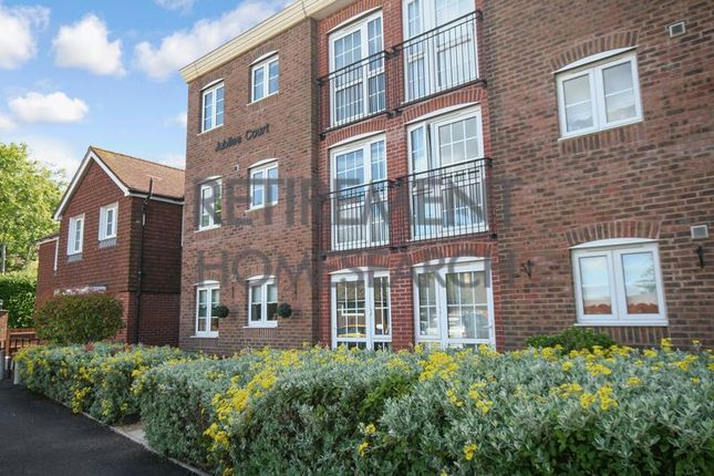 Thumbnail Flat for sale in Jubilee Court (Billingshurst), Billingshurst
