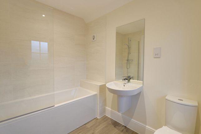 Family Bathroom of Curlew Way, Dawlish EX7