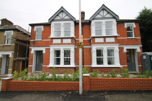 4 bed semi-detached house to rent in Fairlight Avenue, Woodford Green