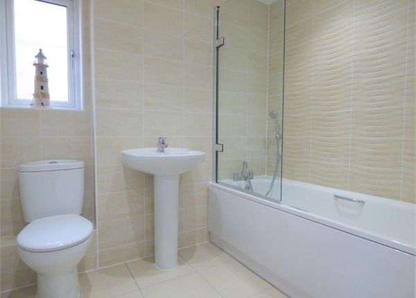 Thumbnail Detached house to rent in Edgeworth Close, Slough