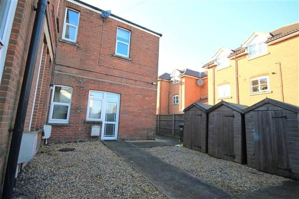 Thumbnail Flat to rent in Ashley Road, Parkstone, Poole
