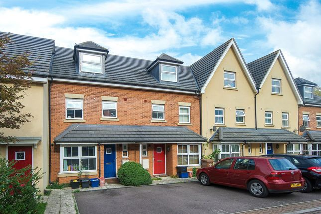 Thumbnail Terraced house to rent in Carisbrooke Close, Stevenage