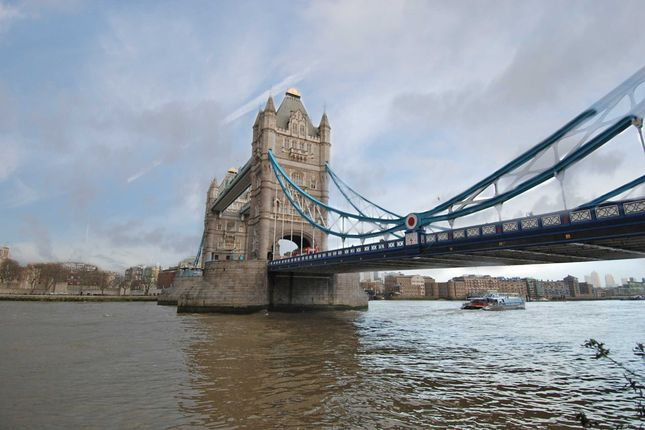 Thumbnail Flat to rent in Hanover House, Crown Square, One Tower Bridge, London
