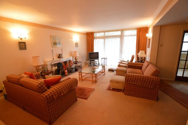 Thumbnail Flat to rent in The Bowls, Chigwell