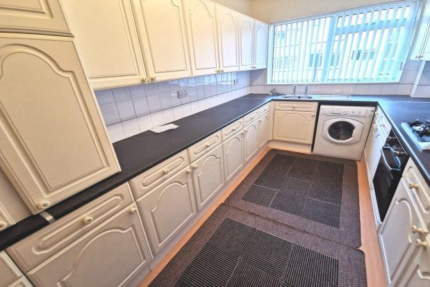 2 bed flat to rent in Long Oaks Court, Swansea SA2