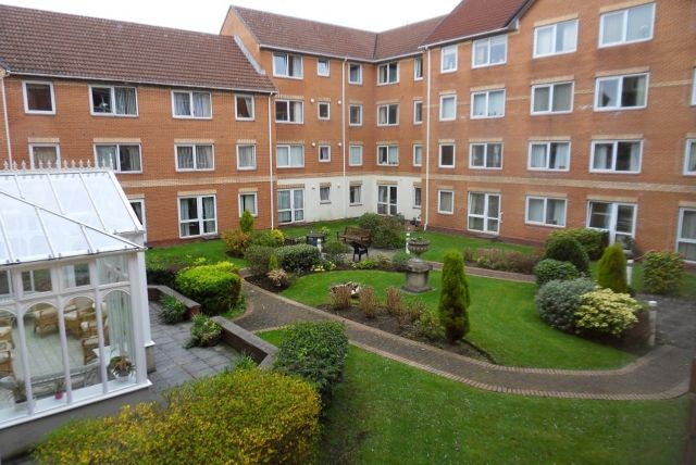 Thumbnail Flat to rent in Homegower House, St Helens Road, Swansea.