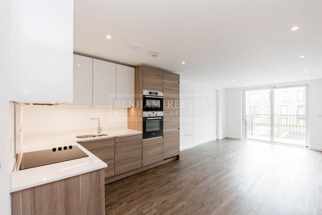 Thumbnail Flat to rent in Whiting Way, Surrey Quays