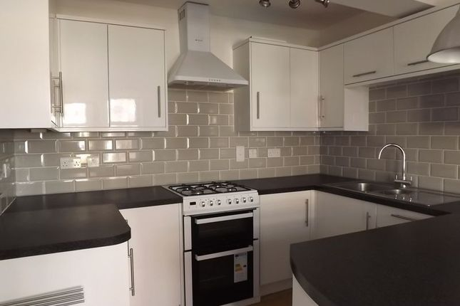 2 Bed Flat For Sale In Woodland Terrace Yeovil Ba20 Zoopla
