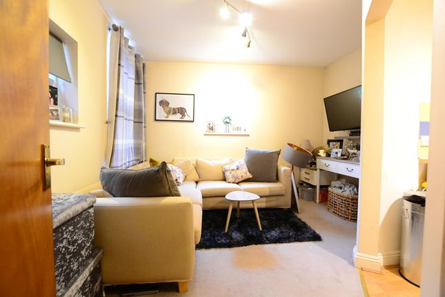 Lounge of Flat Grove Hill Road, Tunbridge Wells, Kent TN1