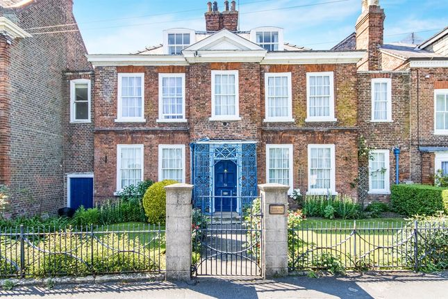 Thumbnail Detached house for sale in London Road, Spalding
