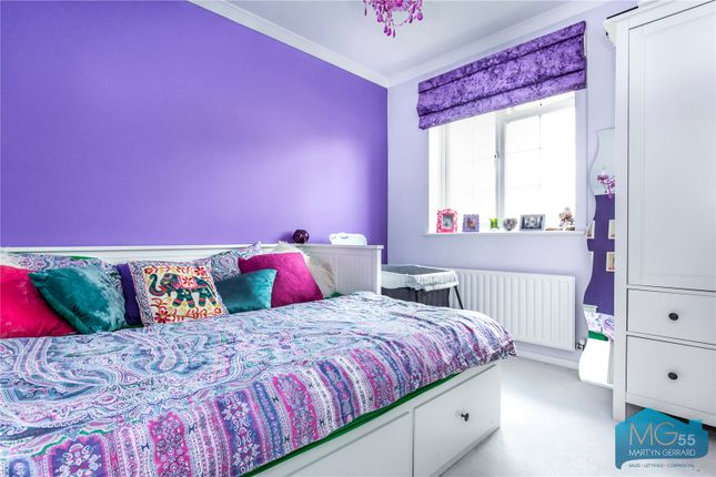 Picture No. 21 of Oakview Gardens, East Finchley, London N2