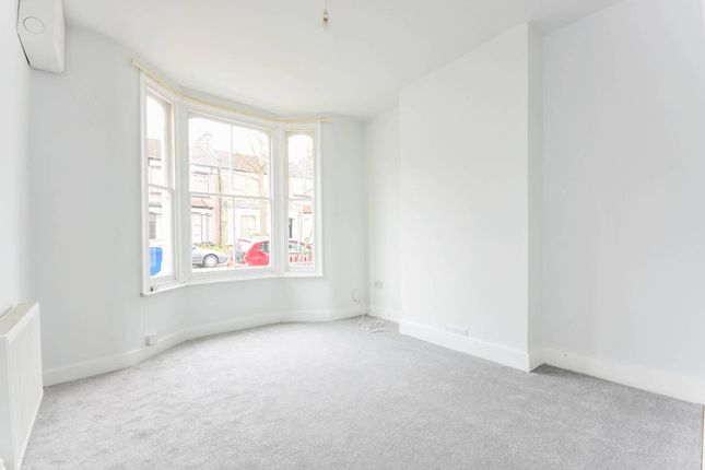 1 bed flat to rent in Nutcroft Road, Peckham