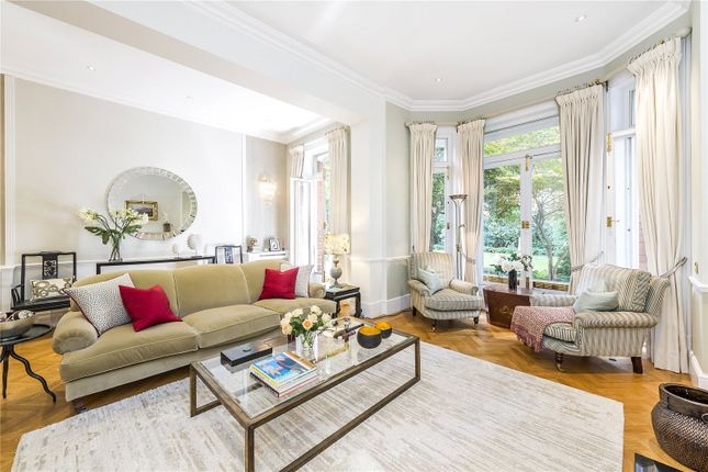 2 bed flat for sale in Sloane Gardens, London