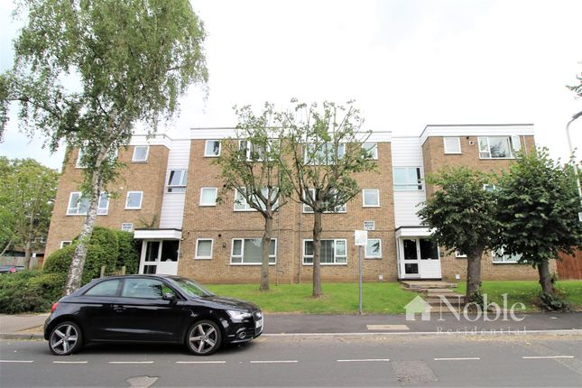 Thumbnail Flat for sale in Globe Road, Hornchurch